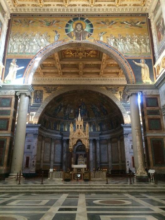 di dalam Basilika San Paolo