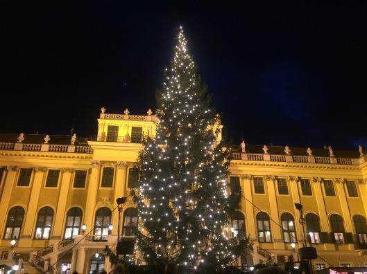 Suasana Natal di Schönbrunn Palace