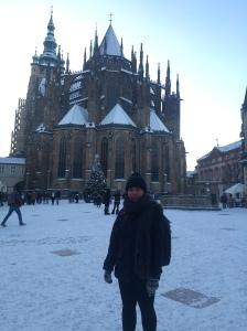 St. Vitus's Cathedral diselimuti salju